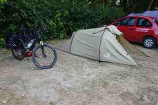 Das Zelt steht, die erste Touren-Nacht kann kommen