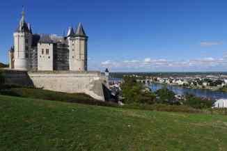 Blick über Saumur und das Loire-Tal