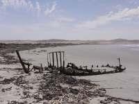 Schiffsskelett im Sperrgebiet